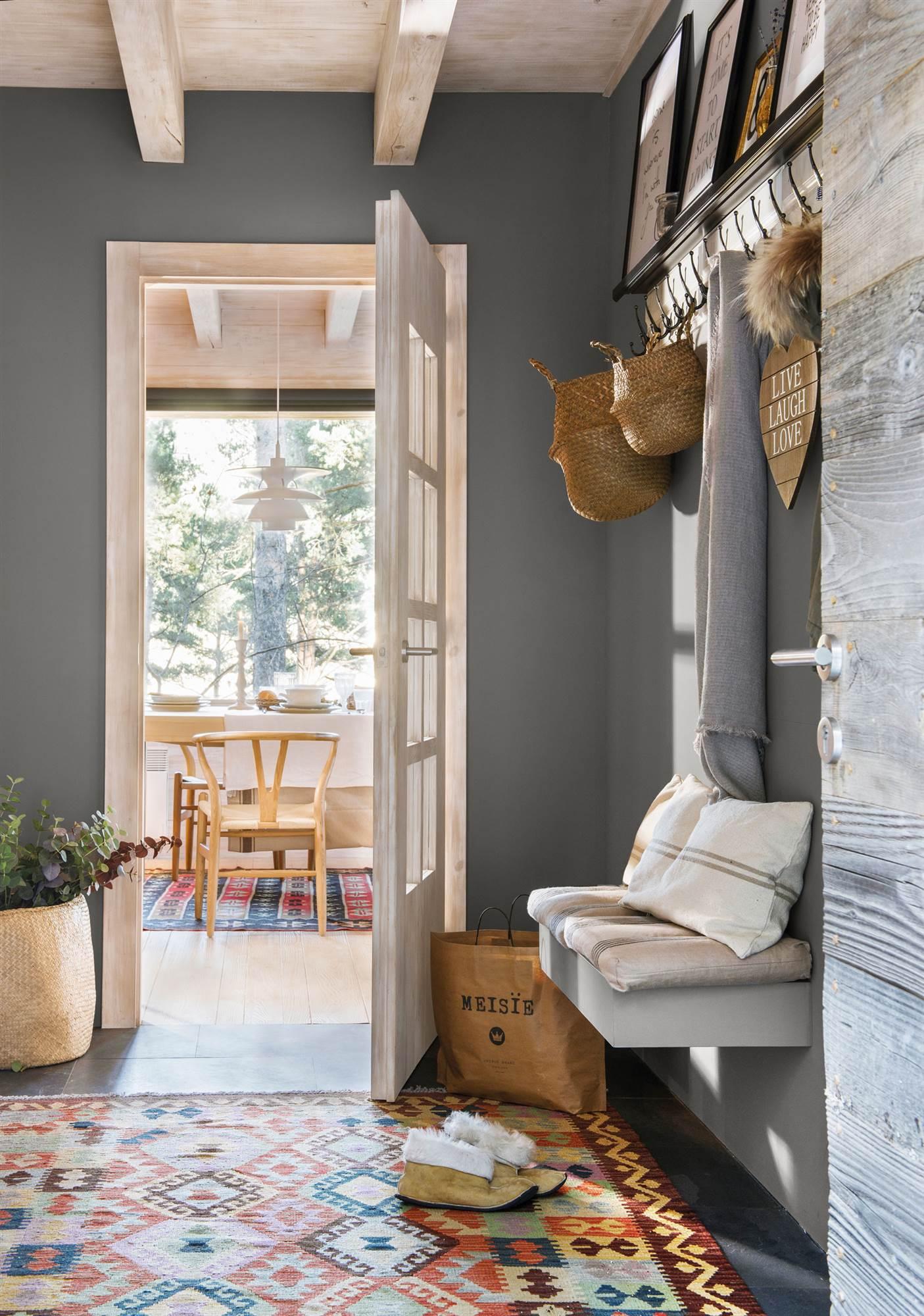 Los colores para pintar el recibidor que mejor le sentar n for De que color pinto las puertas de mi casa