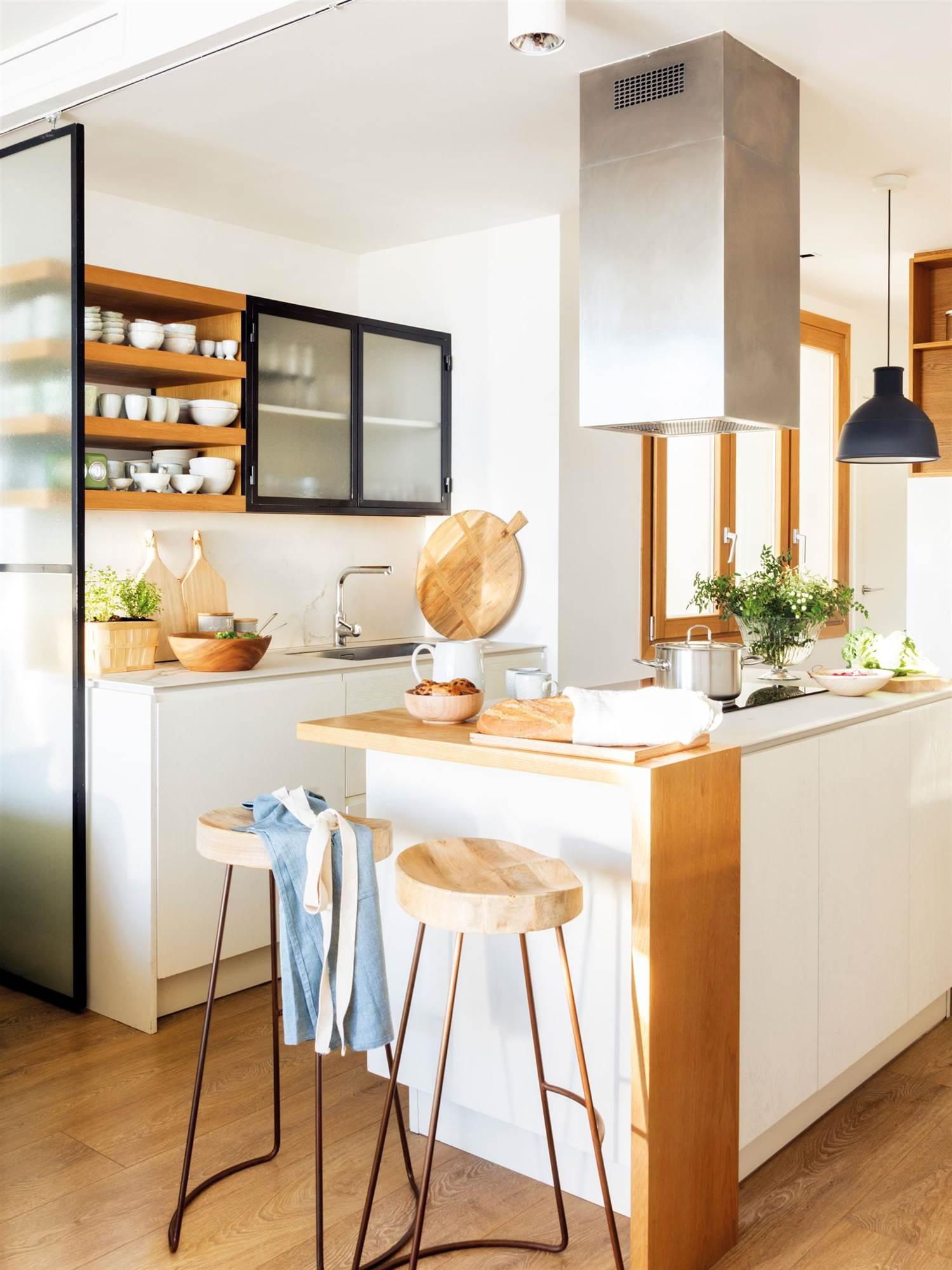 15 fotos de cocinas peque as bien aprovechadas for Mejor material para encimeras de cocina