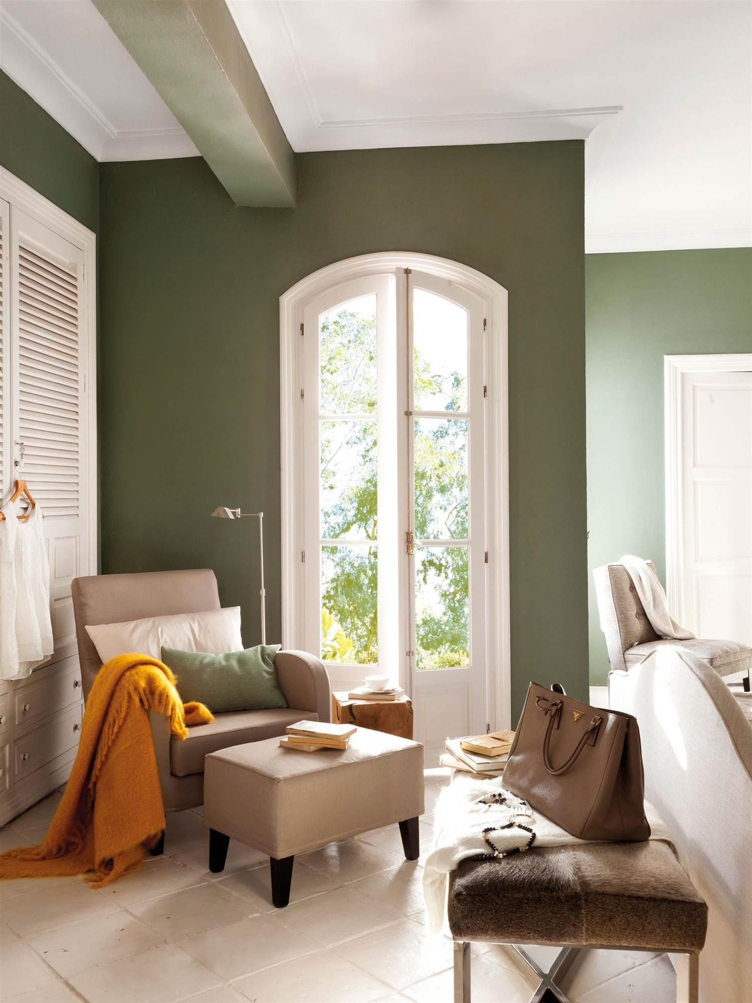 dormitorio pintado de verde musgo 00364471. No hacer uso de la pintura  virtual a366baec78f