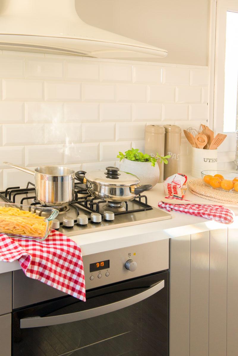 Como quitar la cal de los azulejos elegant trucos para - Trucos para limpiar azulejos de cocina ...