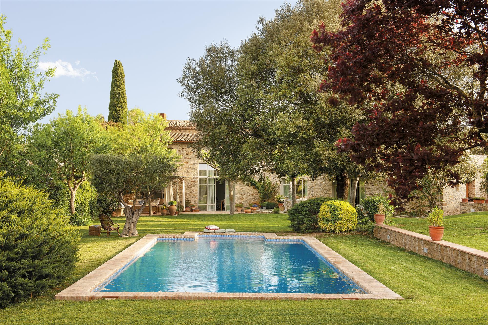Verano perfecto en esta masia centenaria de piedra, fresquita y con árboles