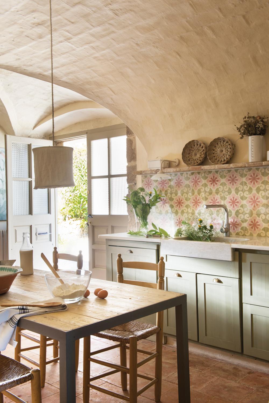 20 cocinas r sticas bonitas con muebles vintage y mucho - Encimeras de marmol para cocinas ...