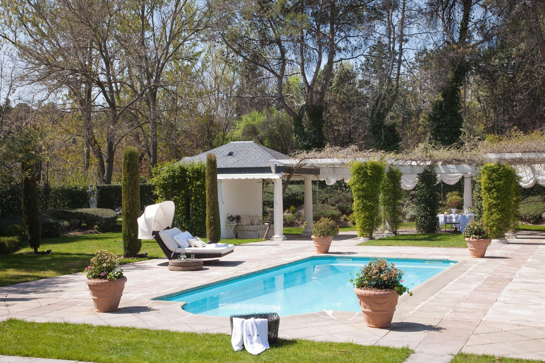 Las 50 mejores piscinas de el mueble for Coste mantenimiento piscina