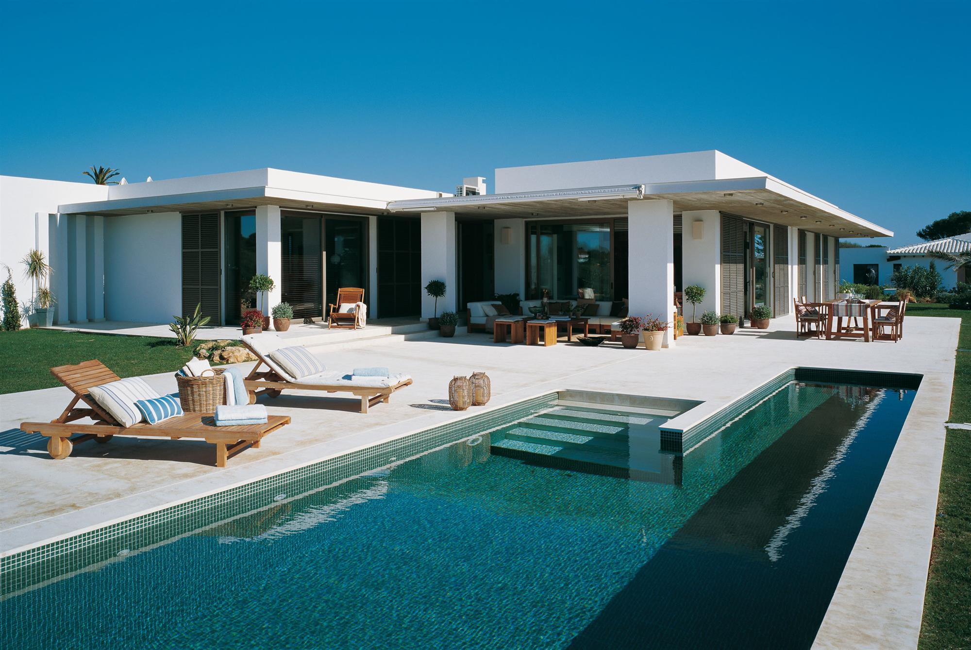 Las 50 mejores piscinas de el mueble for Cuanto cuesta hacer una alberca en casa
