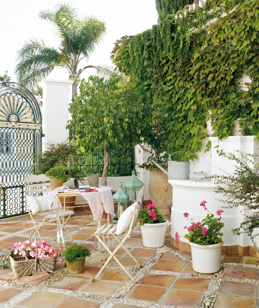 Patios y terrazas oasis de paz y tranquilidad sin salir for Decoracion de patios con macetas
