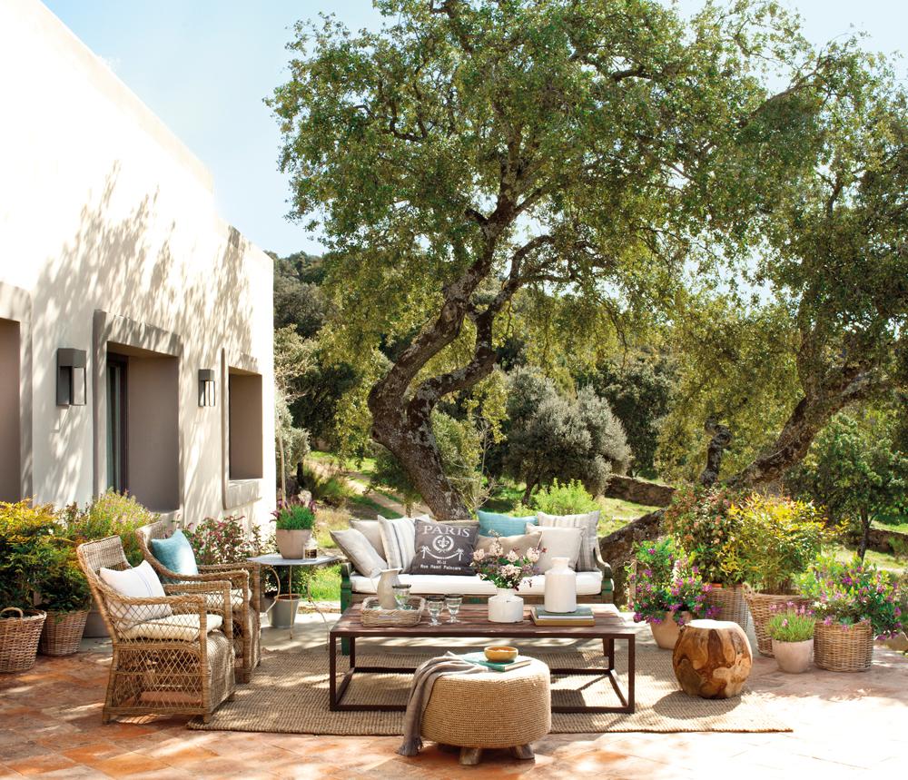 Patios y terrazas oasis de paz y tranquilidad sin salir for Jardines con encanto fotos