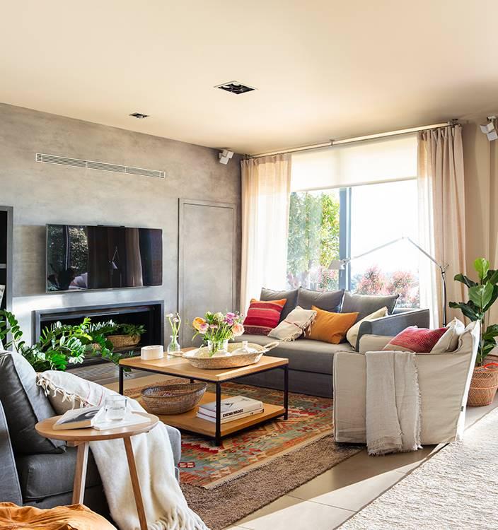 00482183 O. salón con pared gris y sofá en gris 00482183 O