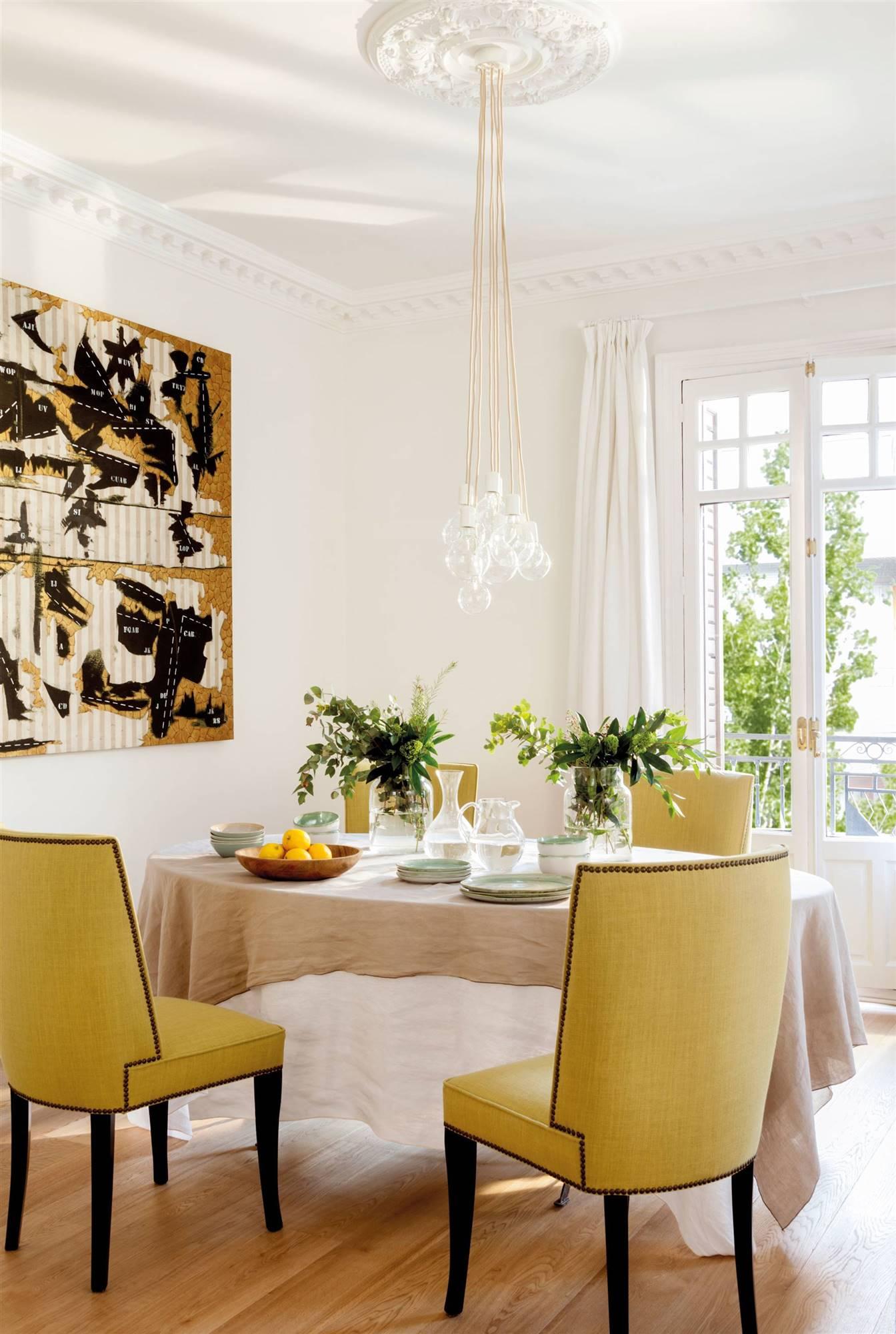 Comedores modernos for Sillas de comedor tapizadas en gris