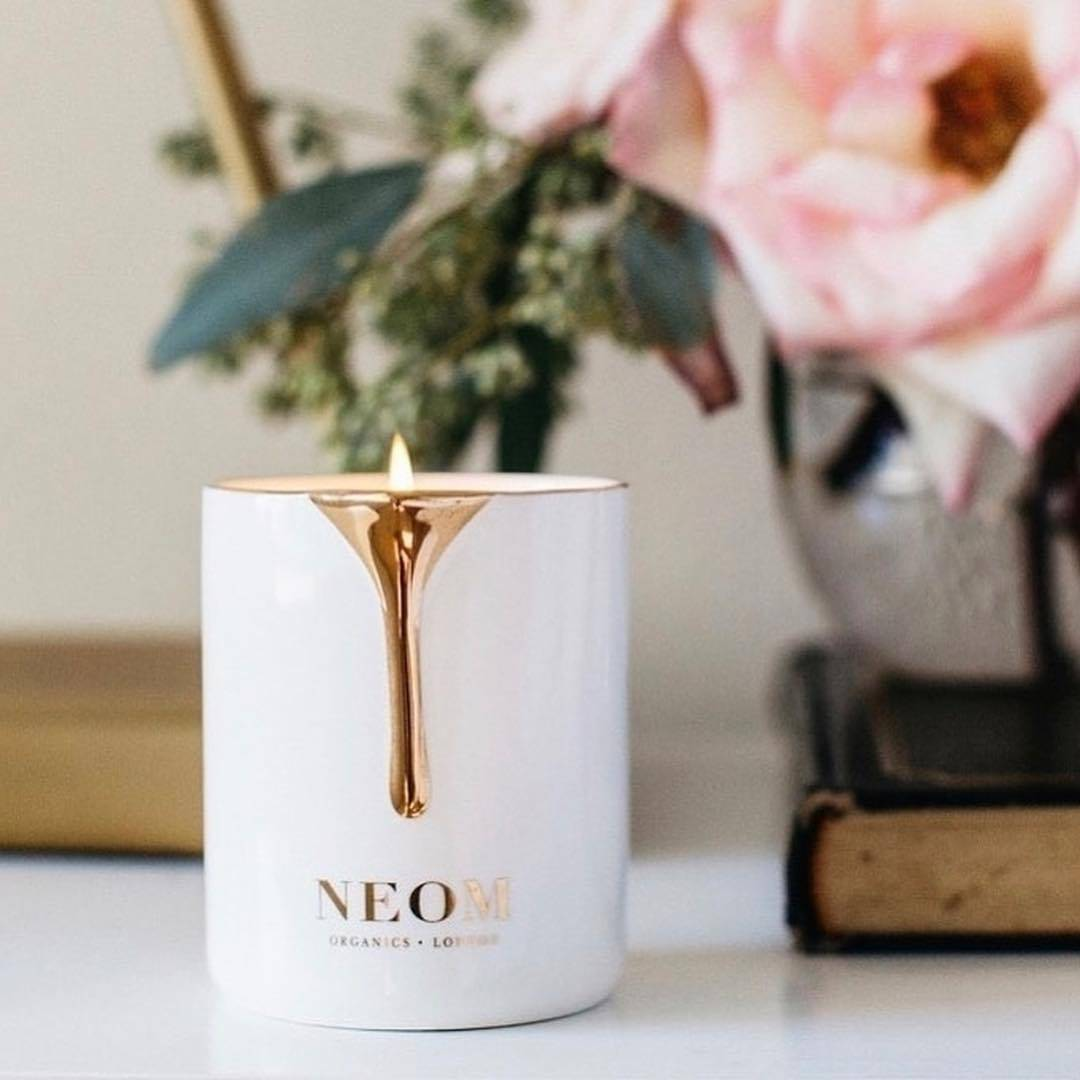 Vela energizante de Neom Organics_Scent To Boost Your Energy Range™ Feel Refreshed Scented Candle_tauro. Tauro