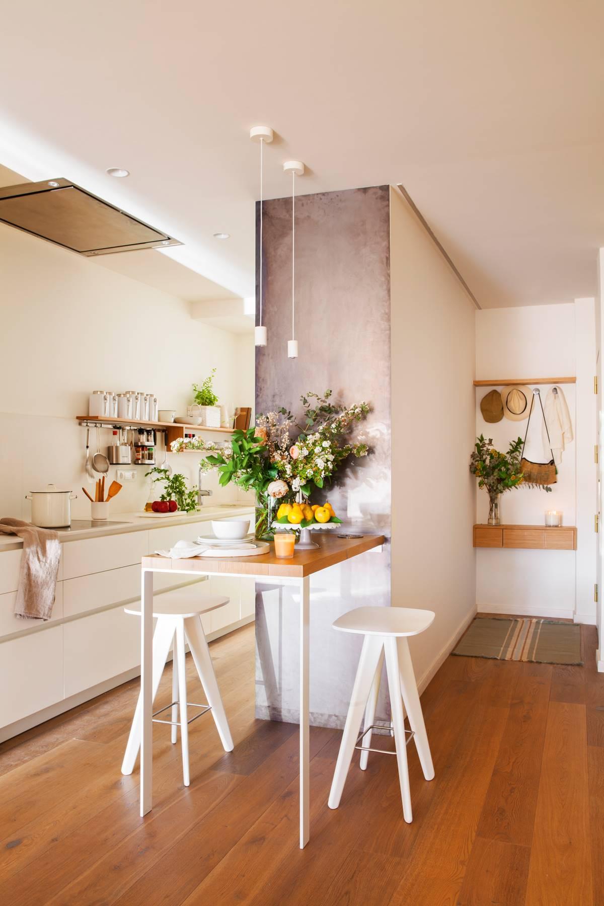 cocina-office-con-muro-que-separa-el-recibidor-00429276 . Casi invisible