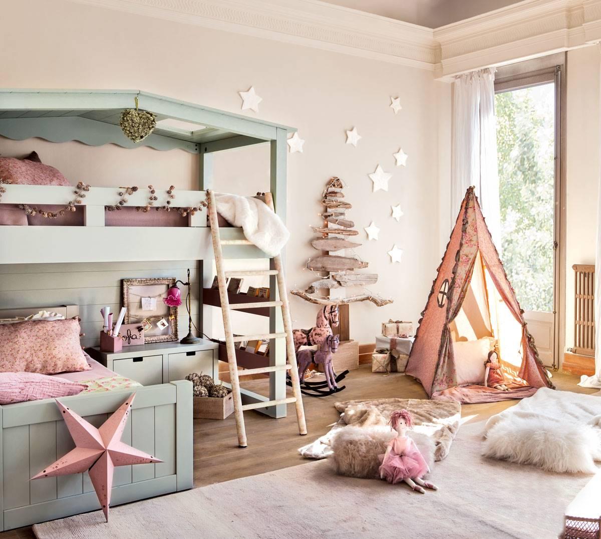 arbol-de-navidad-de-troncos-en-pared-de-habitación-infantil 374213