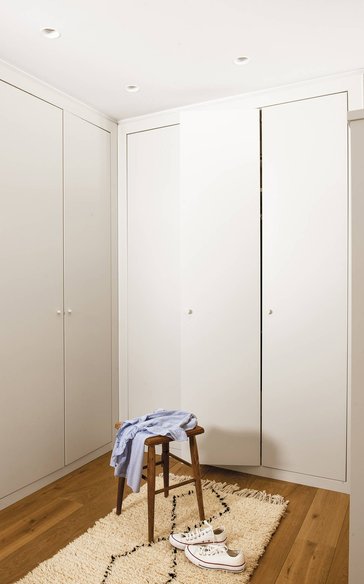 047 DSC6023-3. Una casa pequeña pero con muchos armarios