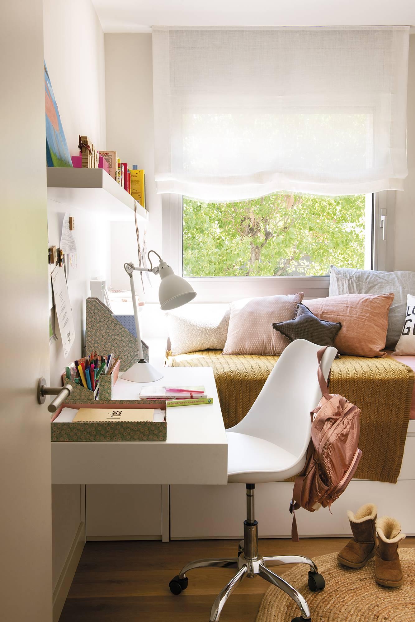 049 DSC6062. En dormitorio infantil tiene muebles a medida