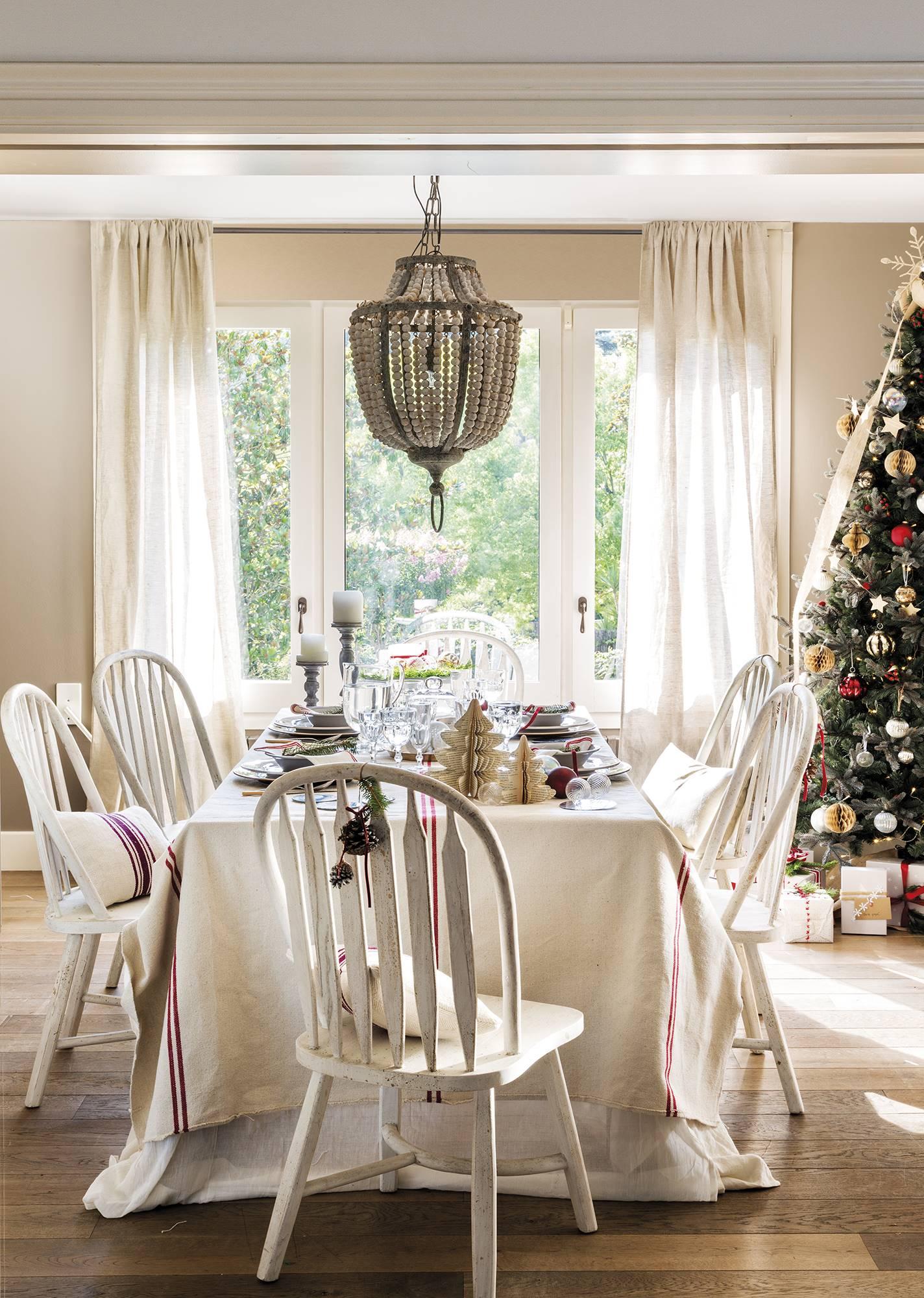 Un comedor y una cocina llenos de ideas navideñas