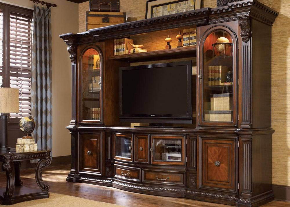 Wall-Units-Vs-TV-Stands-Which-Gets-Your-Vote-The-RoomPlace. Un mueble de salón enorme, oscuro y contundente