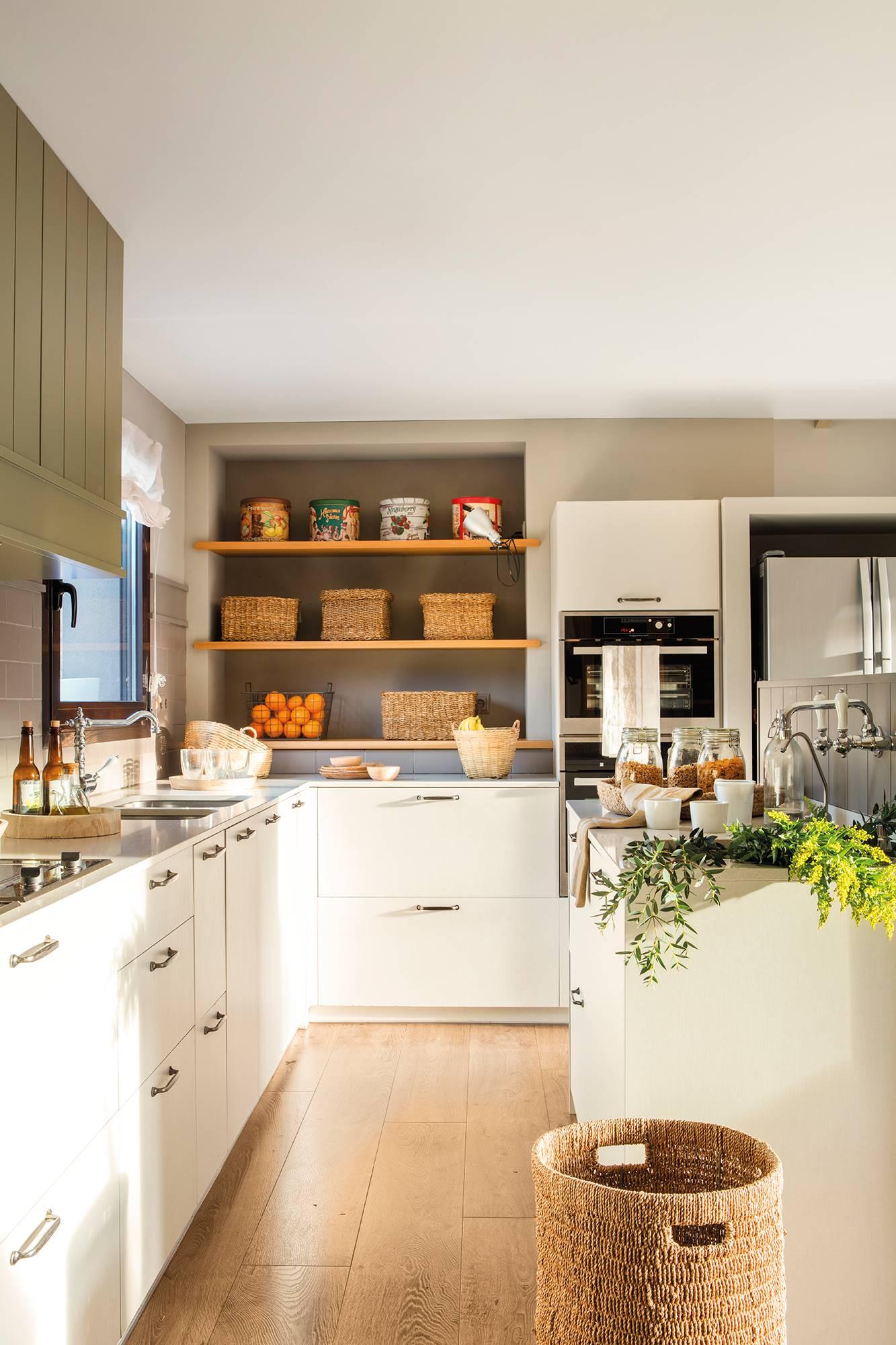 50 cocinas abiertas e integradas en el sal n o comedor for Cocinas pequenas con isla y desayunador
