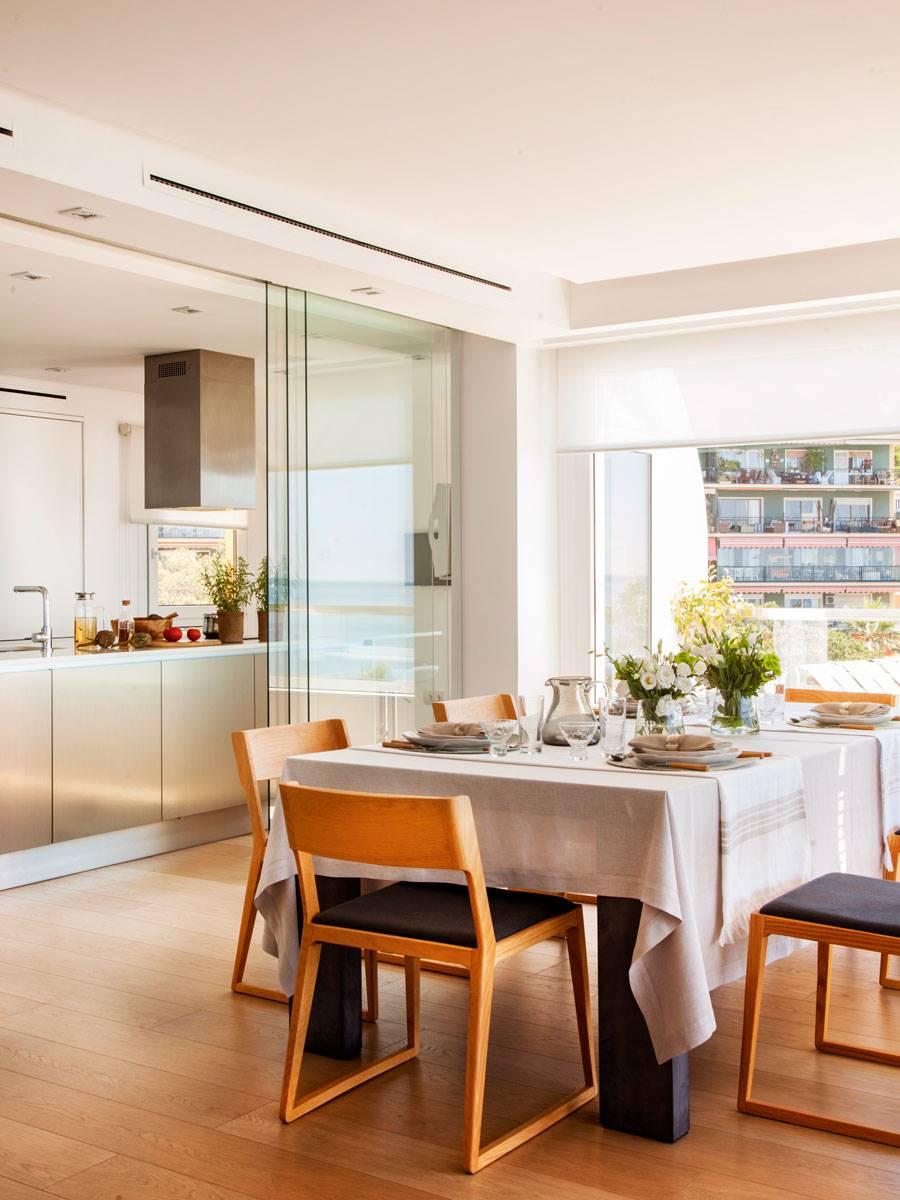 290 fotos de puertas correderas for Cocina separada por un techo de vidrio