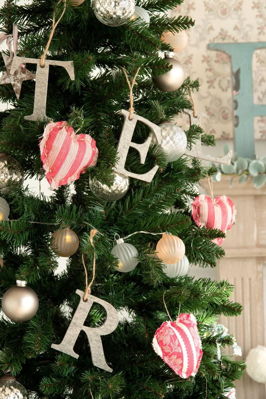DIY-NAVIDAD-00418670 O. Un árbol con letras de fieltro