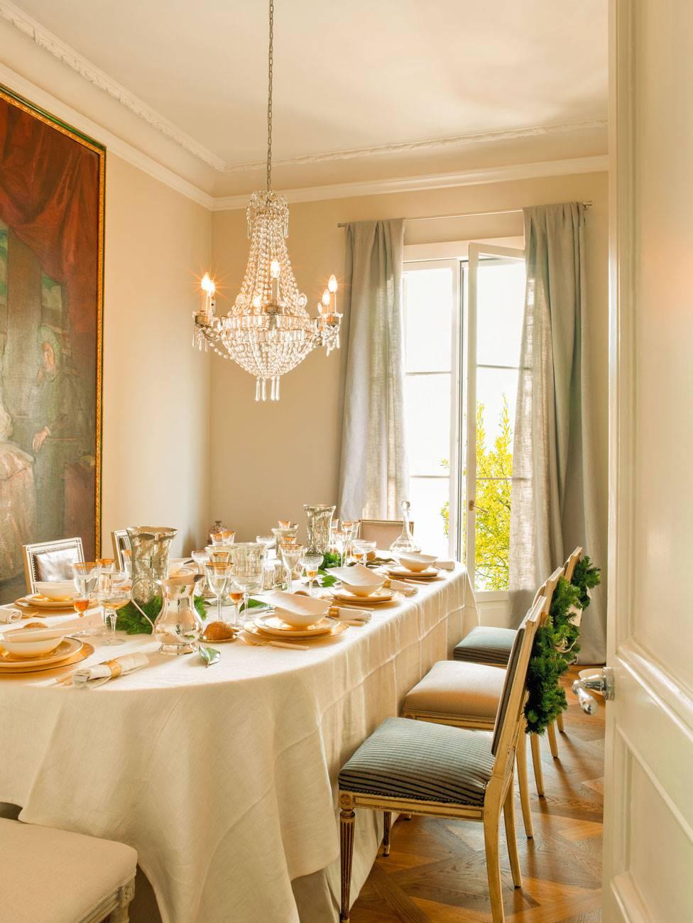 Ideas para decorar tu mesa de navidad for Mesa de comedor elegante lamentable