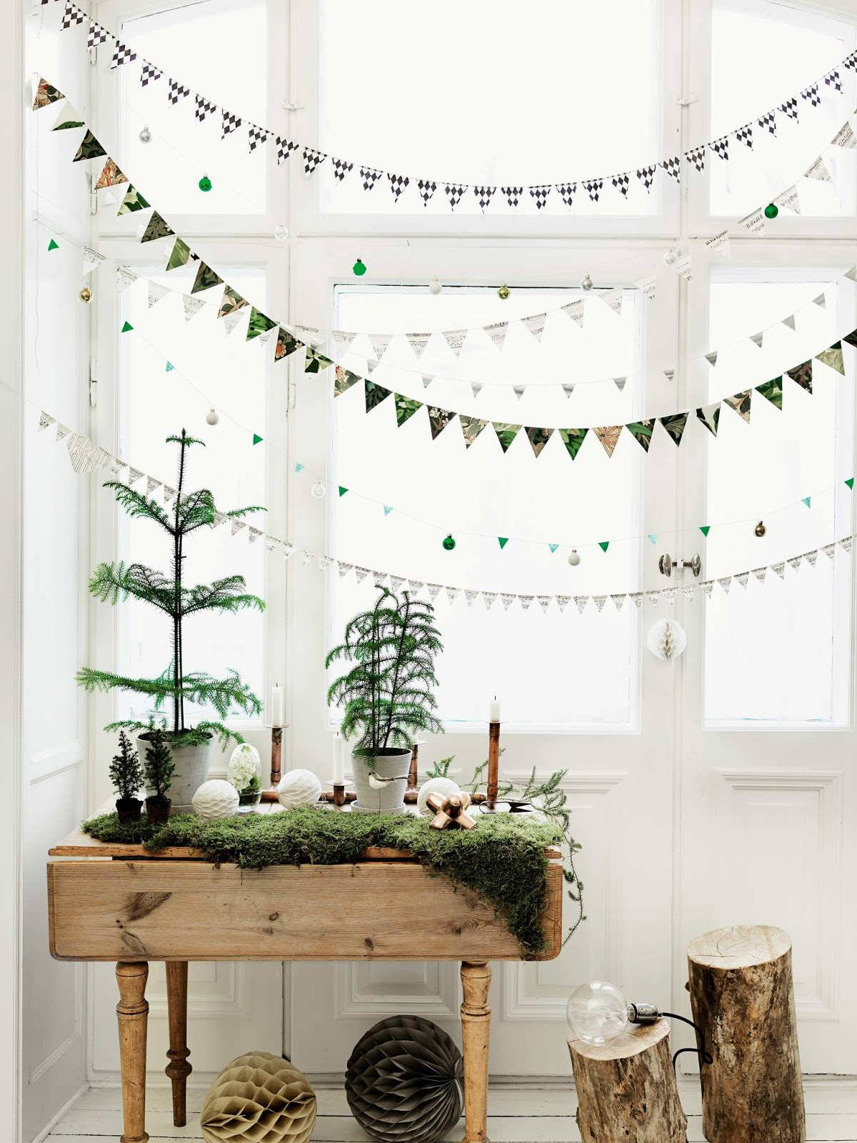 Scandinavian-christmas-patterend-window-garlands. Superpón varias guirnaldas