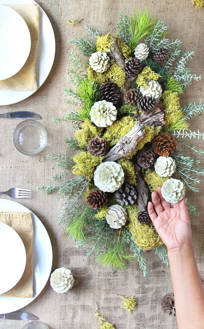 make-bleached-pinecones-diy-whitewash-pine-cones-holiday-thanksgiving-christmas-decorations-fall-winter-decor-crafts-farmhouse-white-natural-apieceofrainbow-5. El bosque, en la mesa