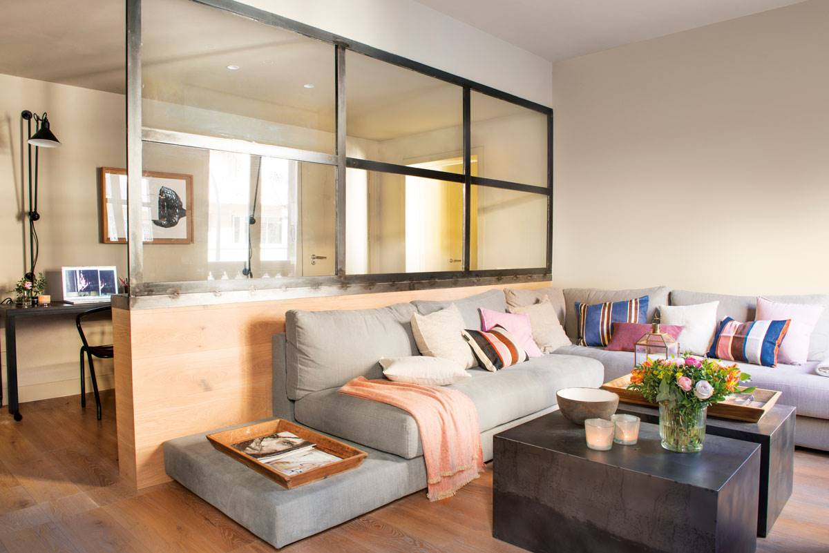 b014348af salon-con-sofá-esquinero-mesas-de-centro-rectangulares-