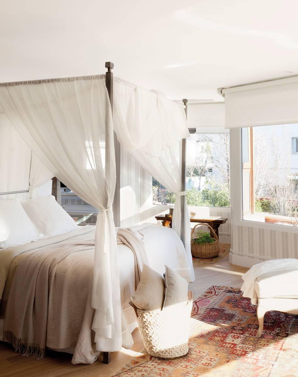 dormitorio-cama-dosel-y-alfombra-sobre-parquet-382627 b8222e48. Romanticismo enmarcado