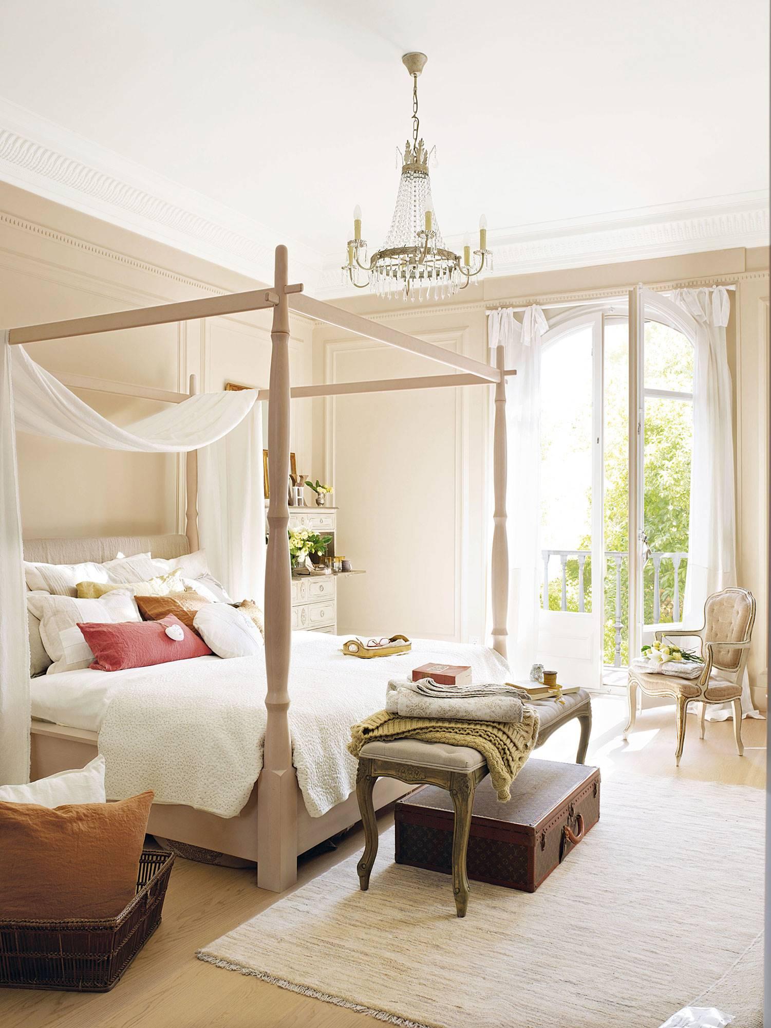 dormitorio-con-cama-con-dosel 11a48bb1. Elegantemente romántico
