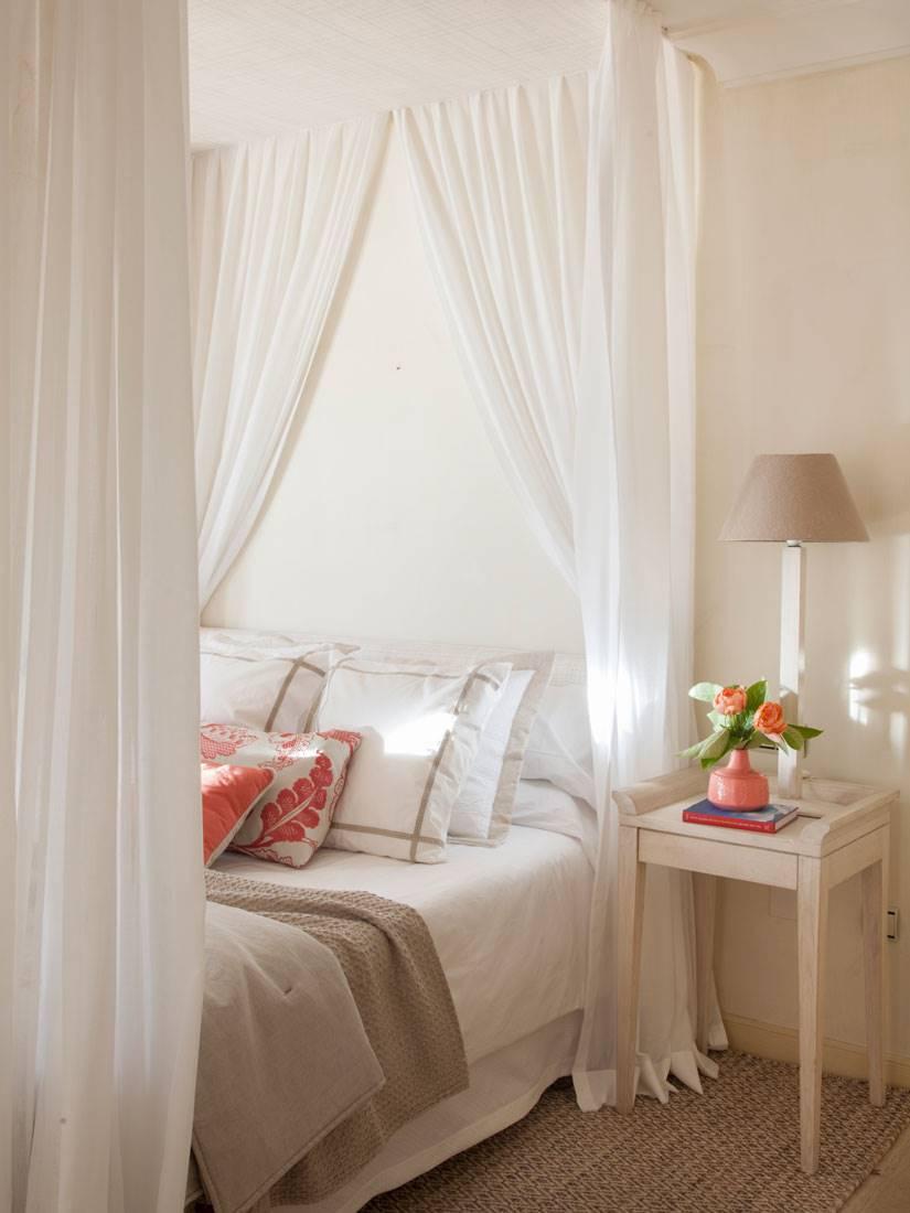 dormitorio-con-cama-con-dosel-estructura-a-altura-completa-00428067-o fed16323. Otro tipo de dosel, el mismo dormitorio romántico