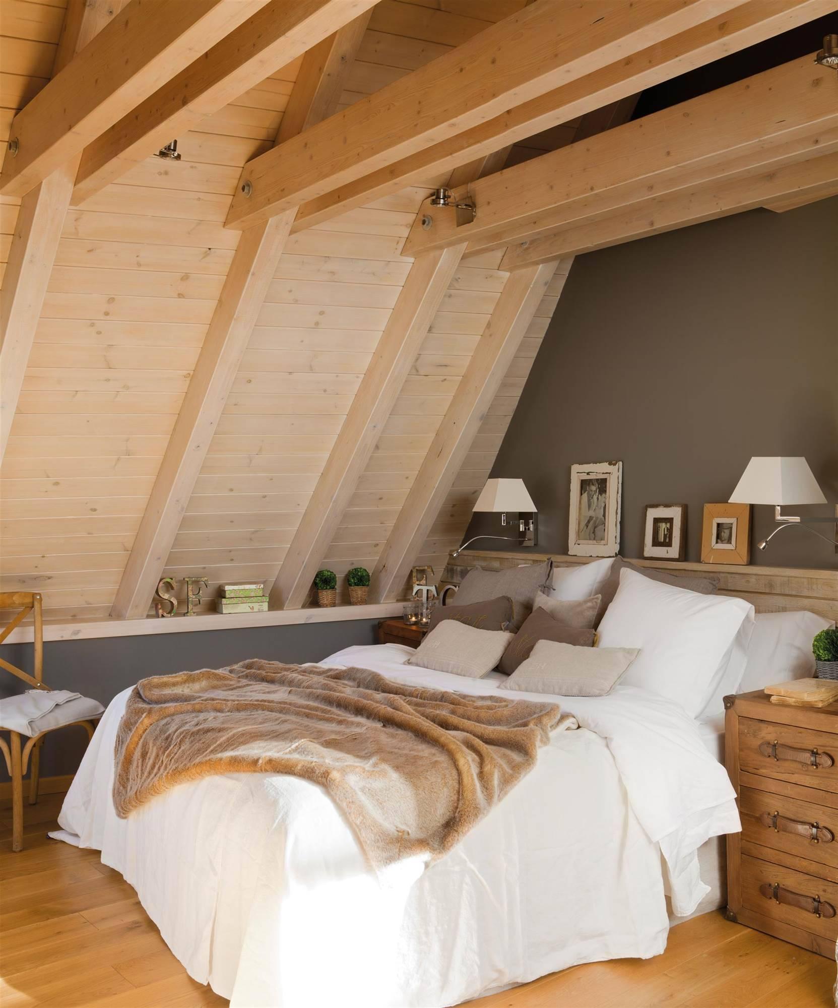 dormitorio-con-pavimento-de-tarima-maciza-de-madera-de-roble-y-techo-de-madera-de-pino 108fbd32 1663x2000. El romanticismo del gris y la madera