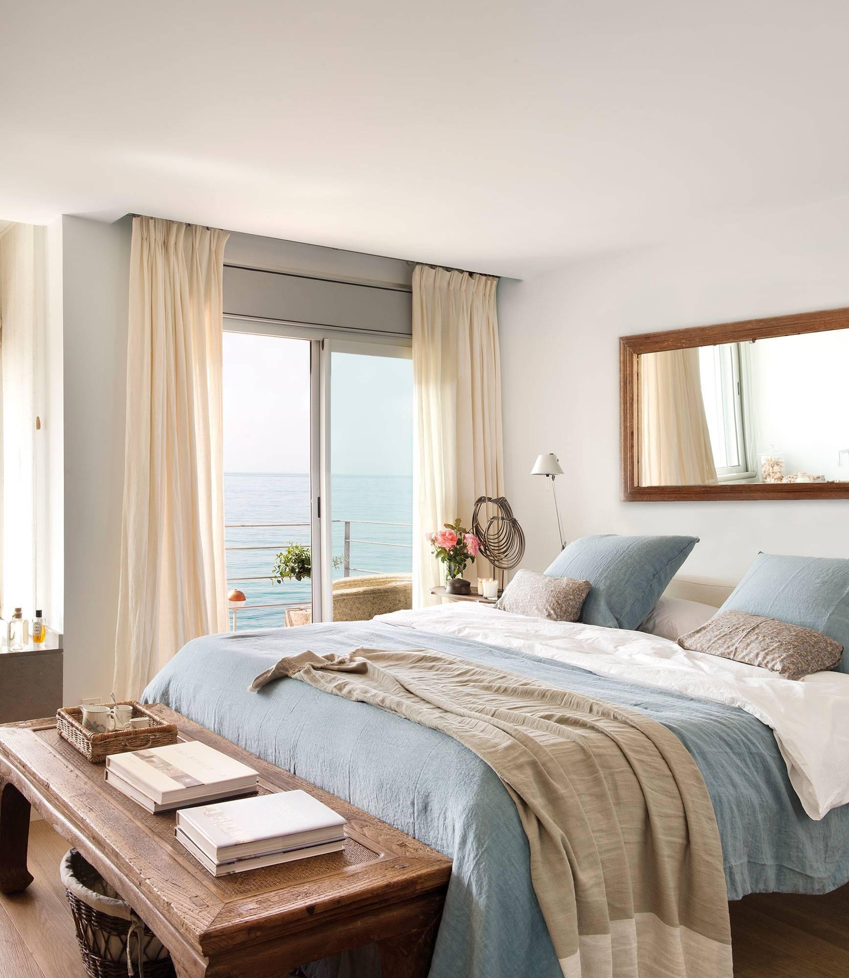 dormitorio-con-vistas-al-mar-6b7fbaa6-d3f27173 04434652 1735x2000. Romanticismo nostálgico