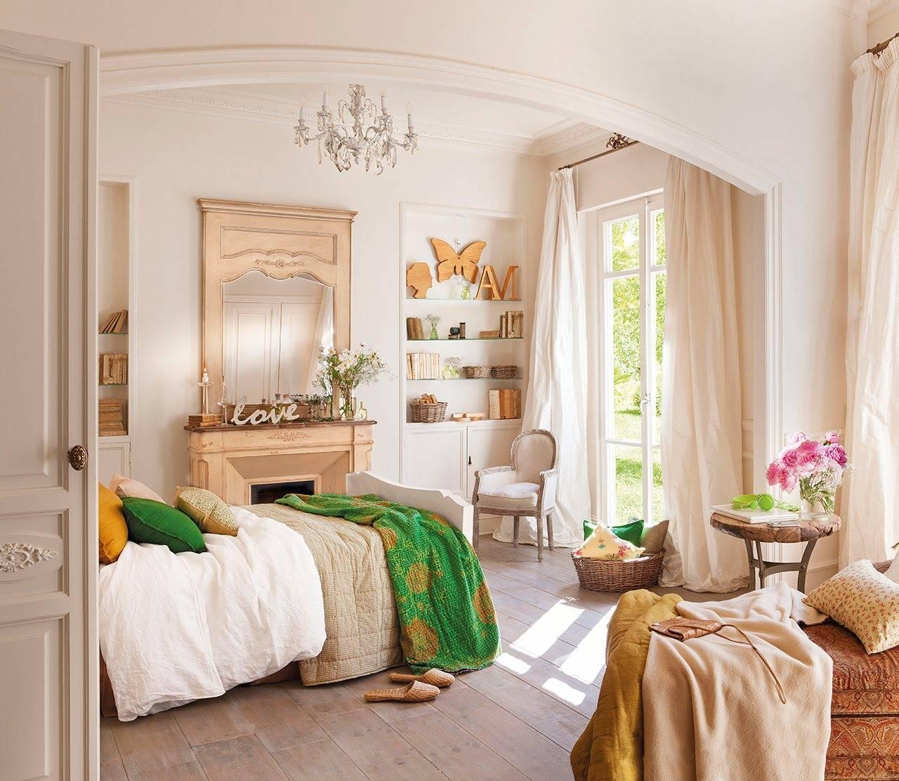 dormitorio-principal-con-chimenea-lampara-de-arana-y-balcon-al-jardin-1280x1112 435d6f45 1280x1112. Love is in the air