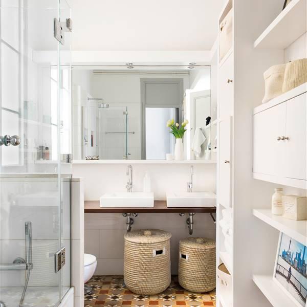 Si Tu Baño Es Mini, Todo Centímetro Cuenta Para Hacer Un Mueble A Medida.  Pero... ¿sabes Con Cuántos Cuentas Realmente Para Poder Guardar Y Que A La  Vez ...