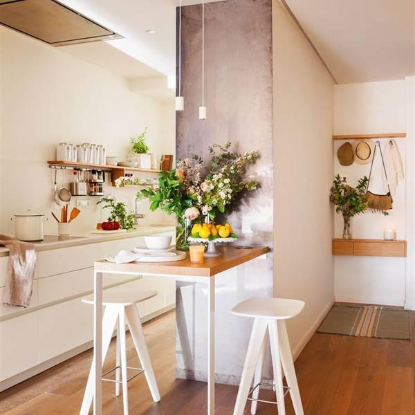 20 fotos de cocinas peque as bien aprovechadas - Amueblar cocinas pequenas ...