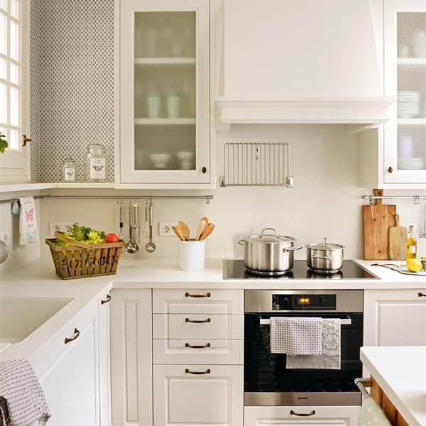 C mo es una cocina peque a bien aprovechada for Tabla de la barra de la cocina de separacion