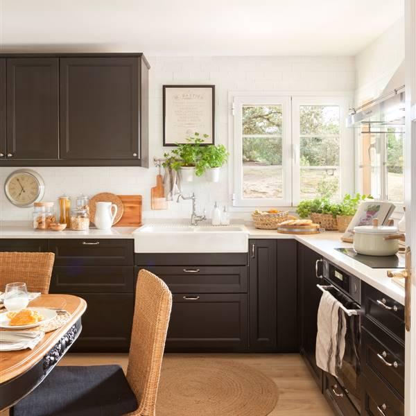 Cocinas en blanco y madera bonitas, cálidas y luminosas