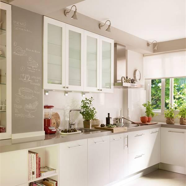 Dale color a tu cocina blanca