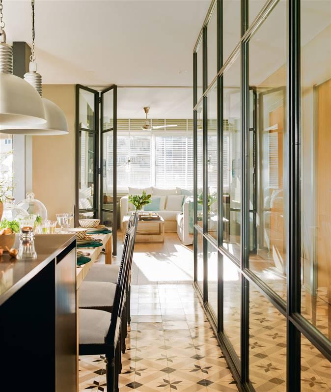 Paredes de cristal c mo ganar espacio y luz - Cocinas con pared de cristal ...