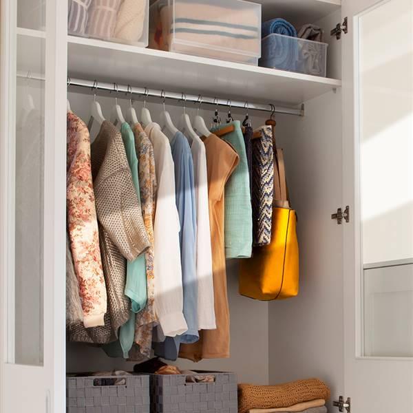 Interior de armario método Marie Kondo