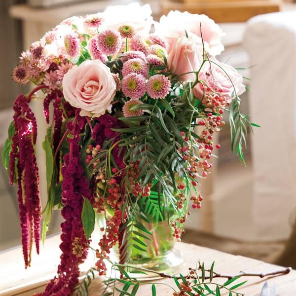 Crea un jardín en la ventana decorando con flores