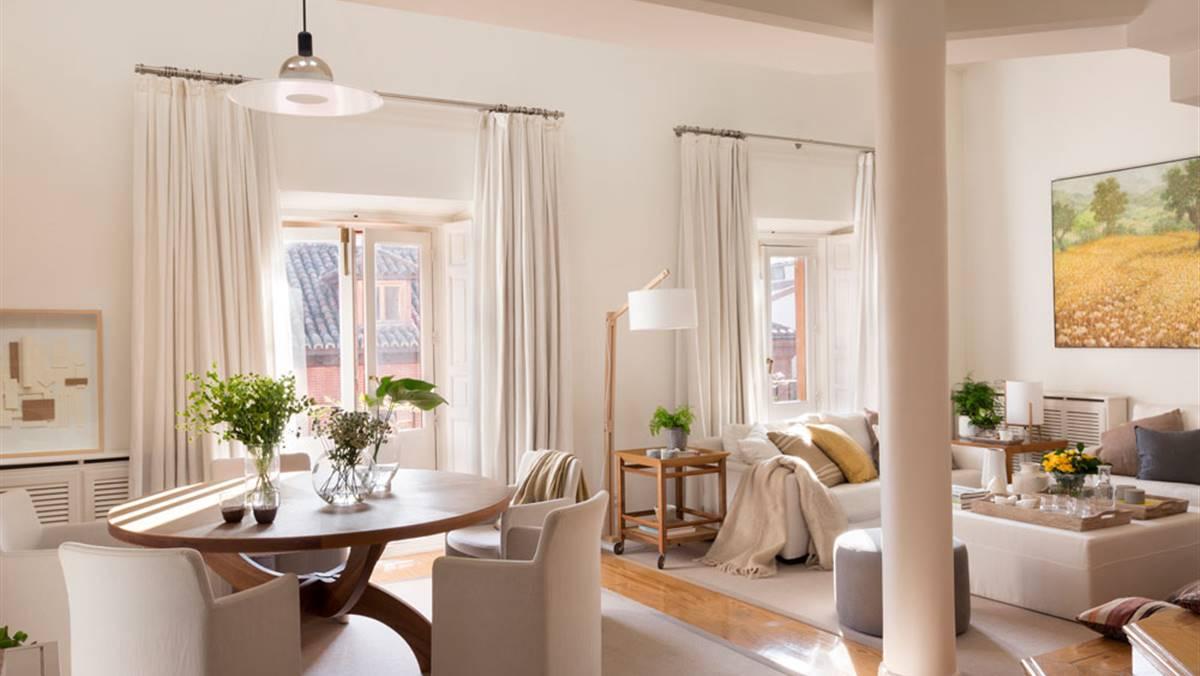 Integrar columnas en casa for Crear una sala de estar rectangular