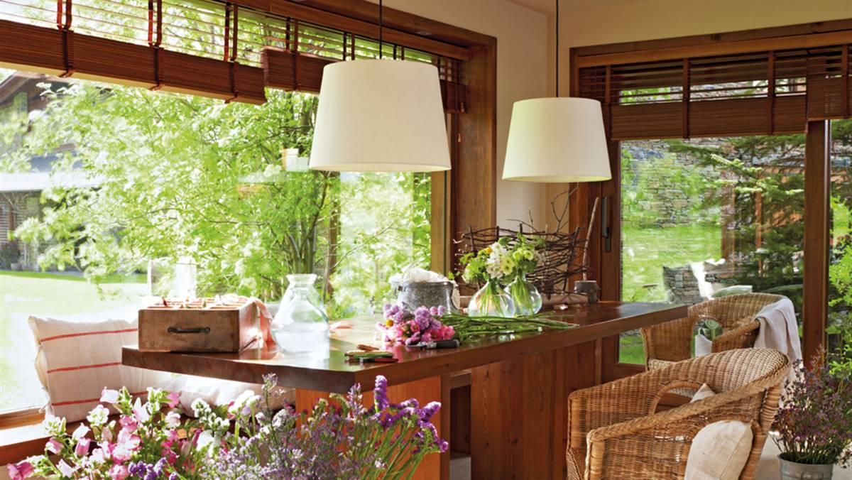 De Flores En La Montana: Una Casa En La Montaña Llena De Flores