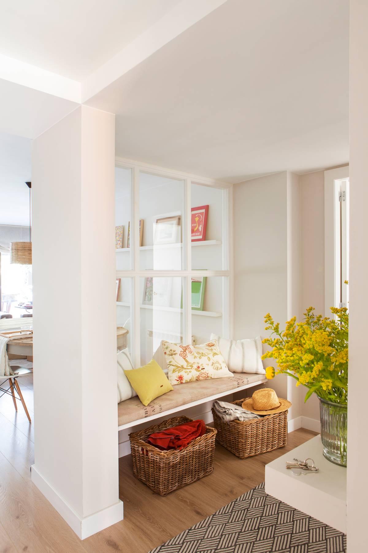 银行在大厅到低墙到cuarterones-DE-水晶00433975。 用玻璃替换隔板