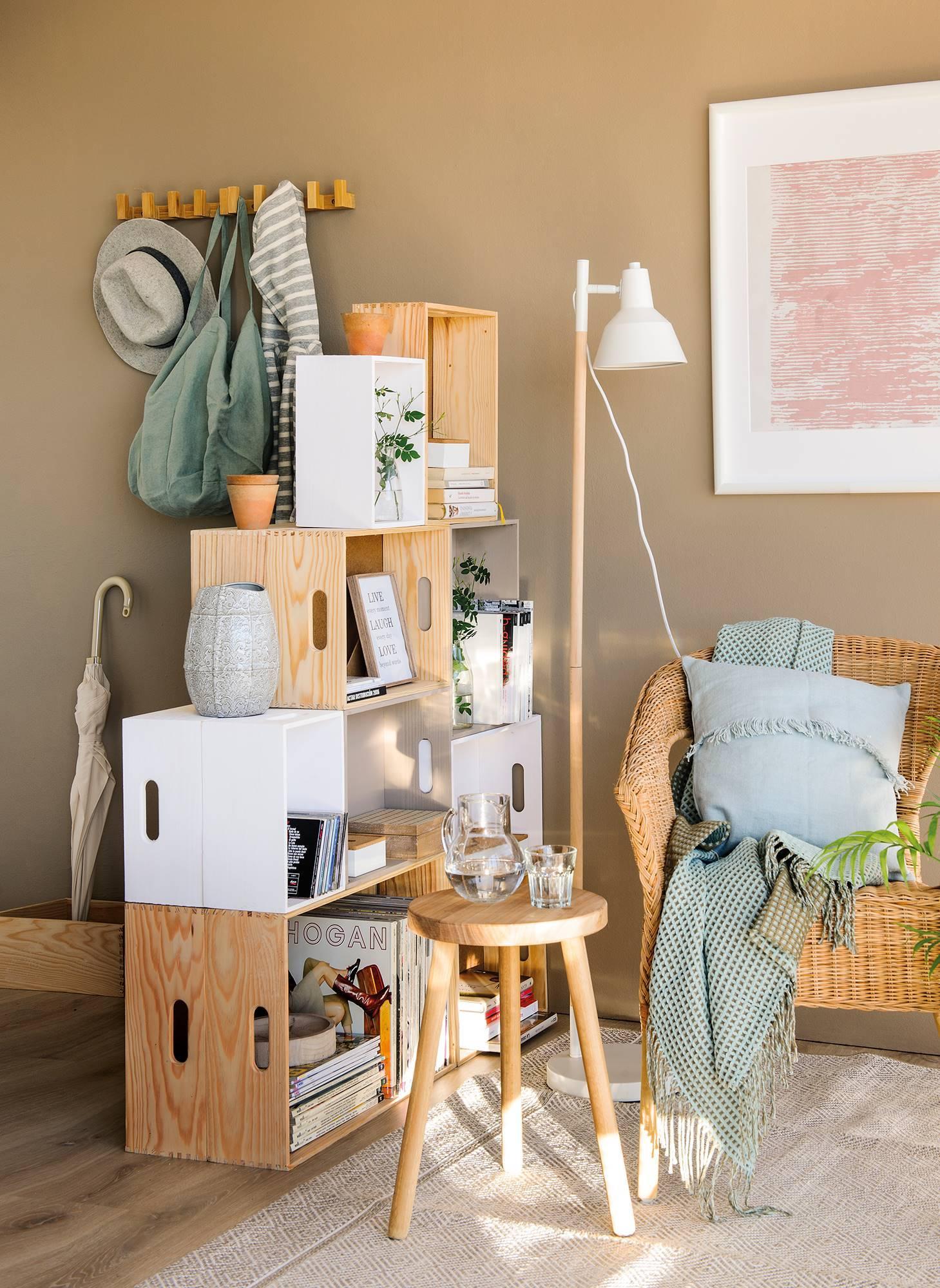 50 ideas diy para decorar tu casa con poco dinero - Estanterias en madera ...