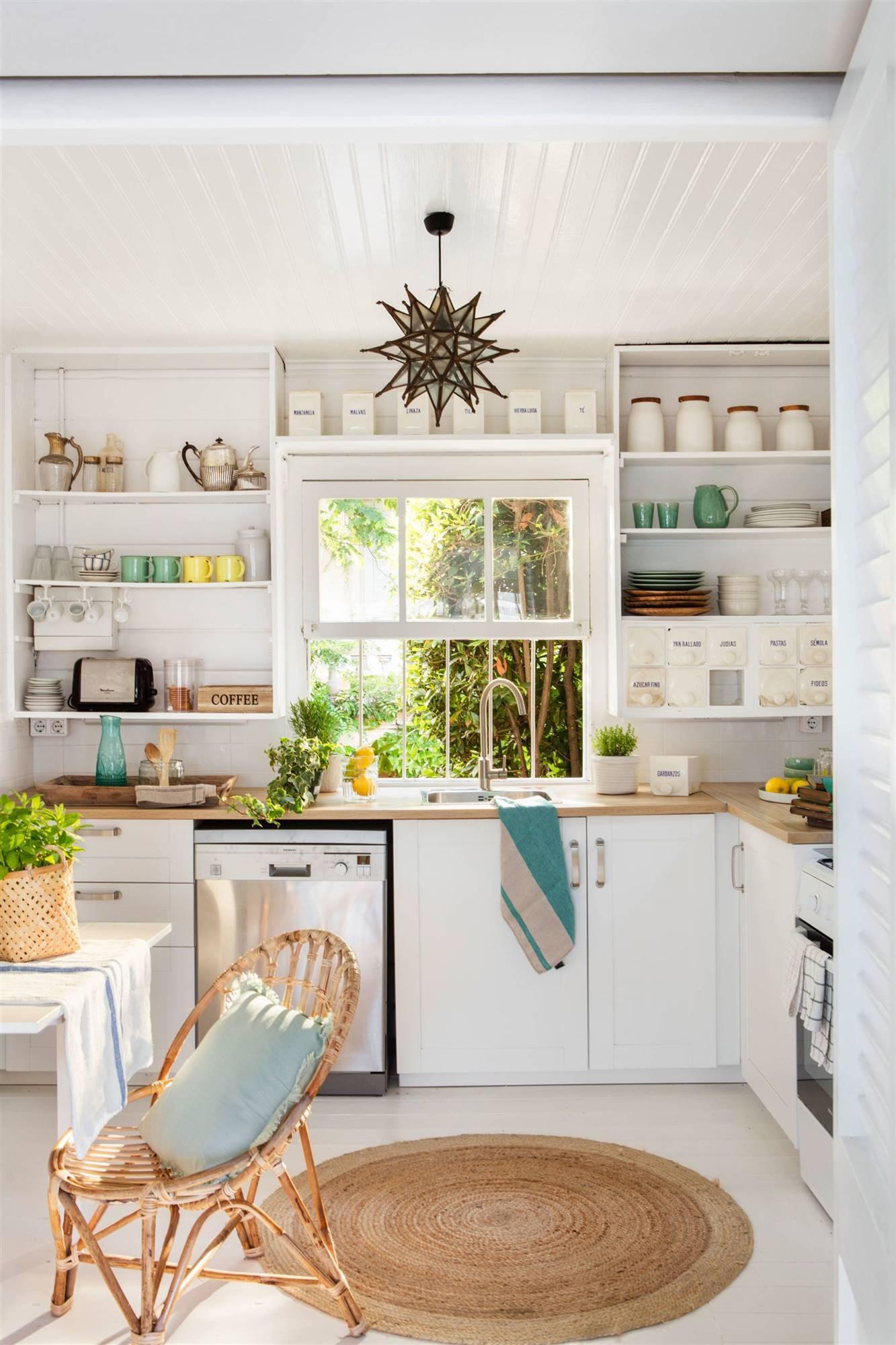 50 cocinas r sticas bonitas con muebles vintage y mucho for Repisas rusticas para cocina