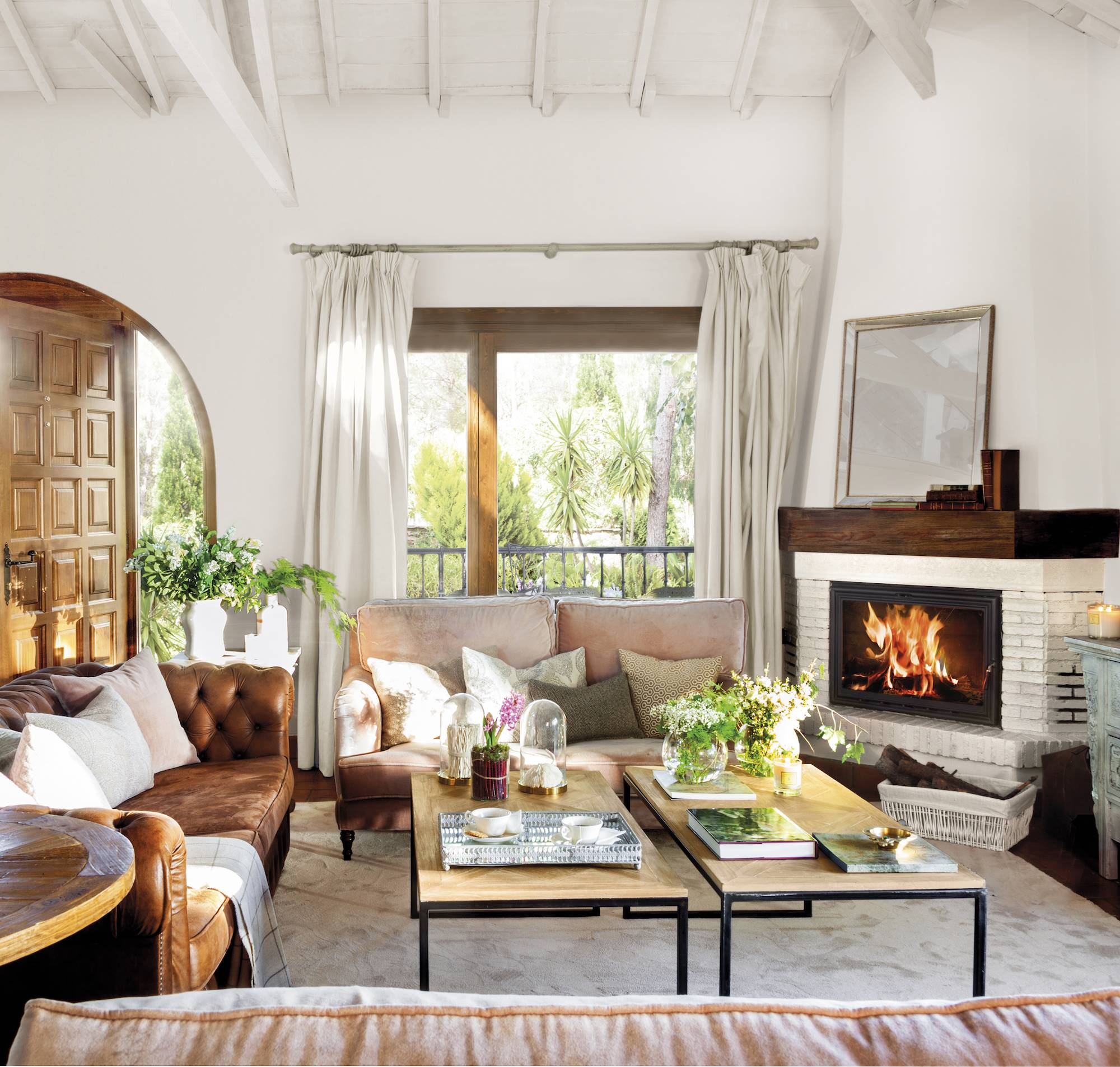 Decoraci n de salones los 100 mejores de el mueble - Salones modernos con chimenea ...