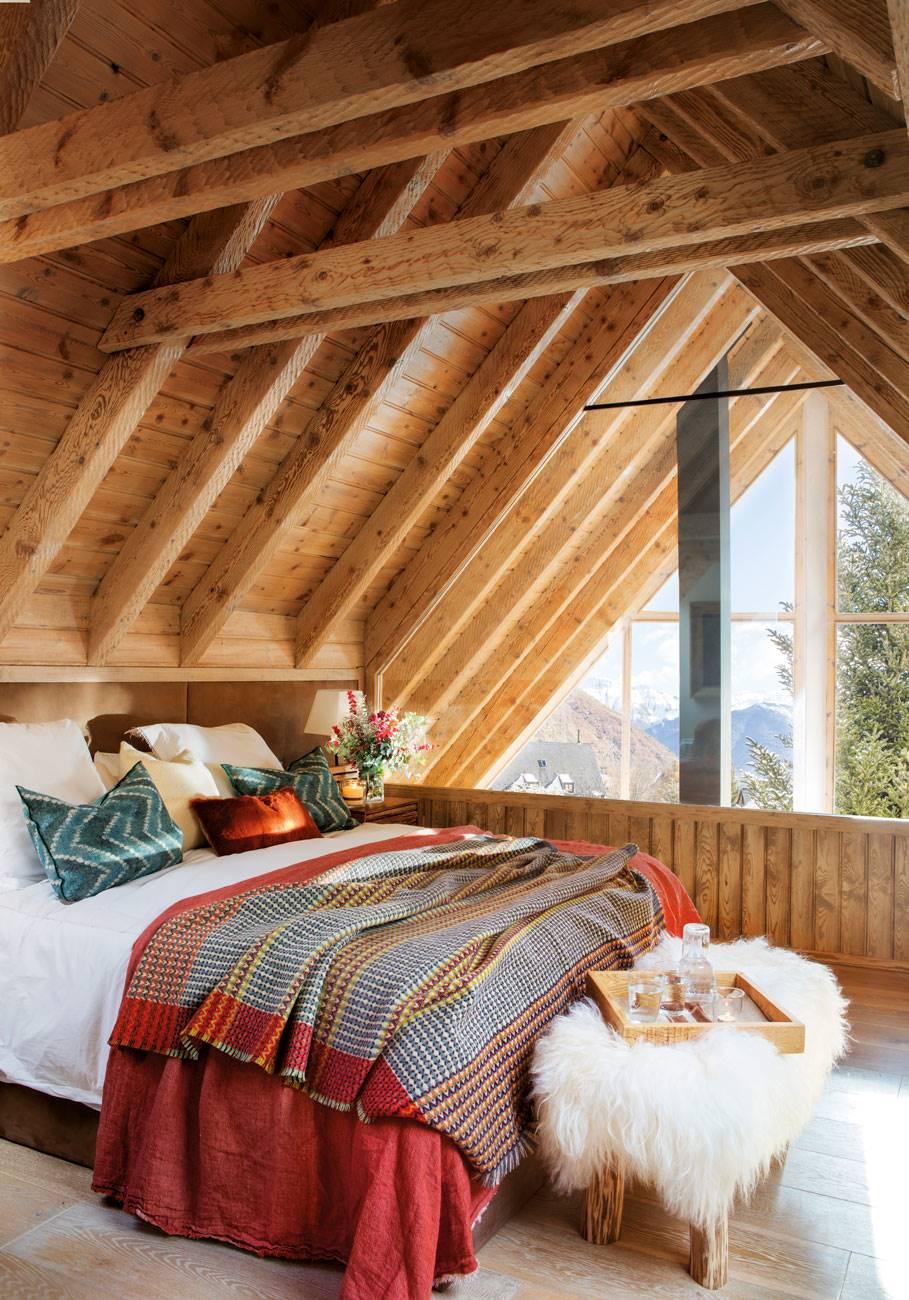 dormitorio-vigas-madera-y-banqueta-manta-peluda 474910. Amor de alta montaña