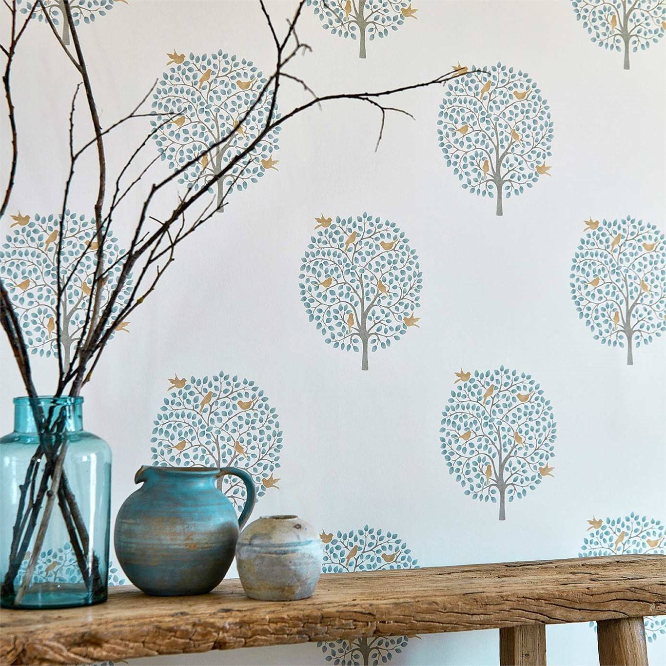 Papel pintado room-neutral-botanical-bay-tree-potting-room. Toques primaverales en azul