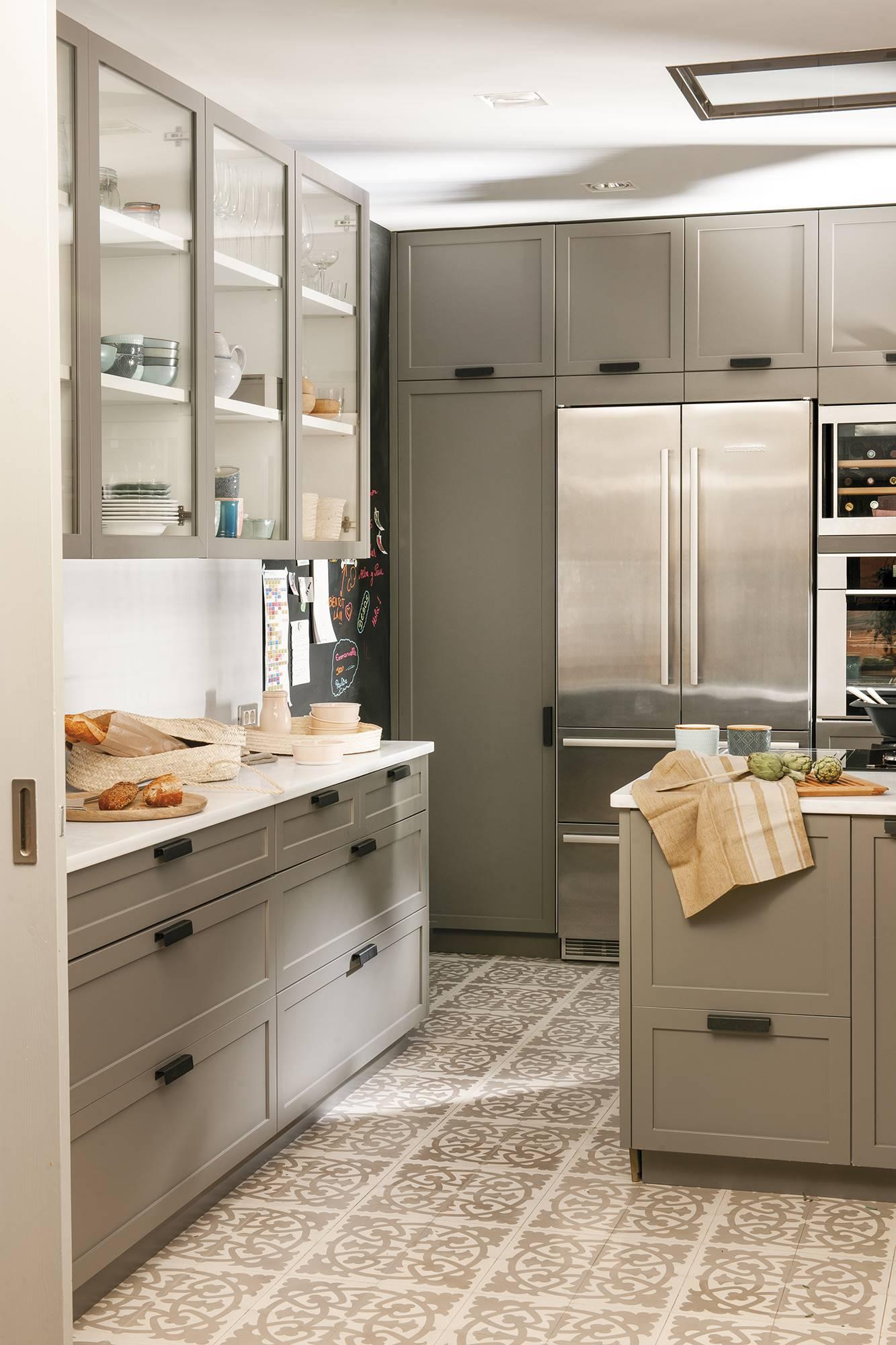 灰色橱柜现代厨房