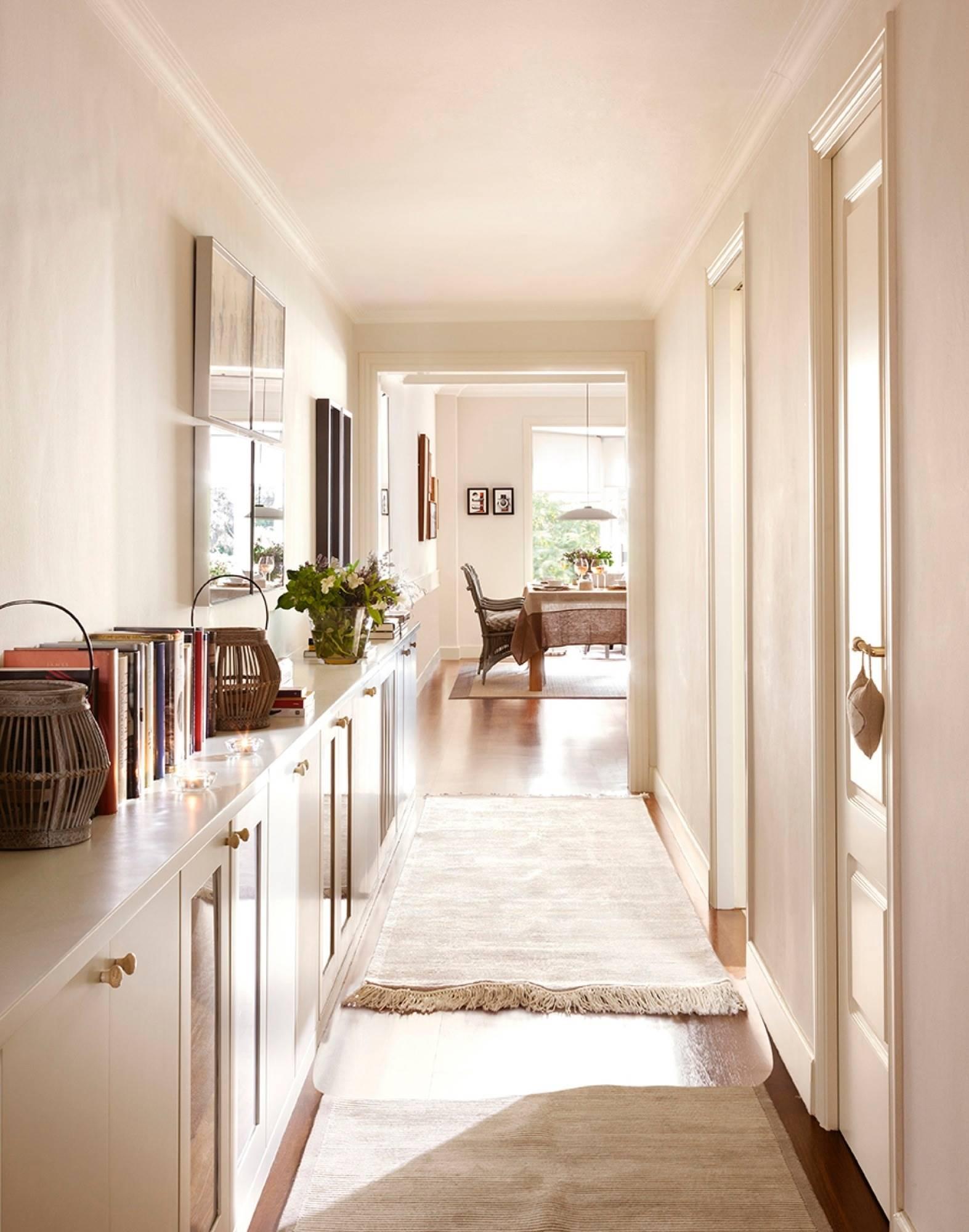 50 ideas para decorar y aprovechar el pasillo - Cuadros para decorar pasillos ...